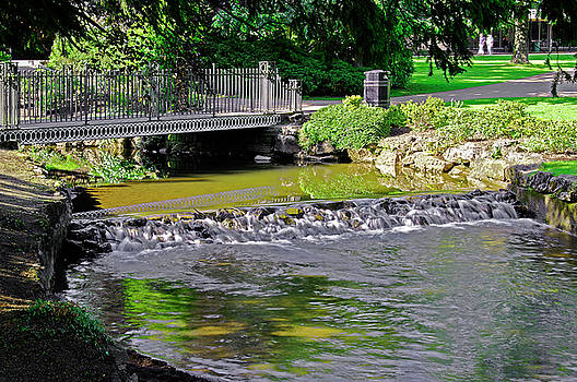 River Wye Through Buxton Pavilion Gardens by Rod Johnson
