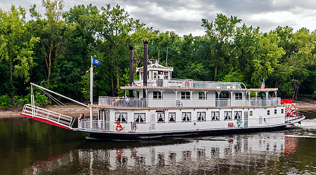 Riverboat On The Mississippi by Lonnie Paulson