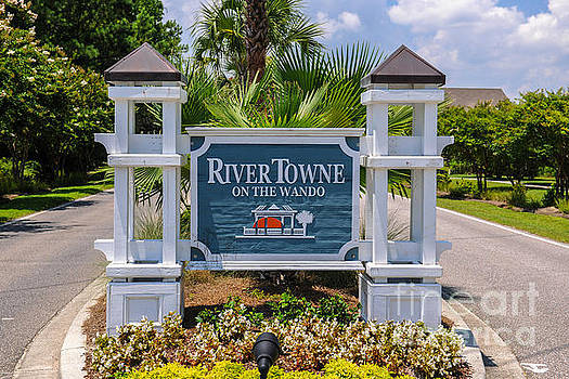 Dale Powell - Rivertowne on the Wando Entrance