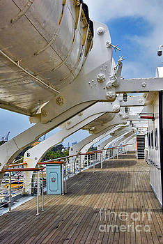 David Zanzinger - RMS Queen Mary Lifeboat Deck