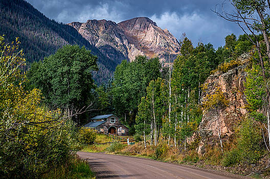 Road towards Cinnamon Pass by Michael J Bauer