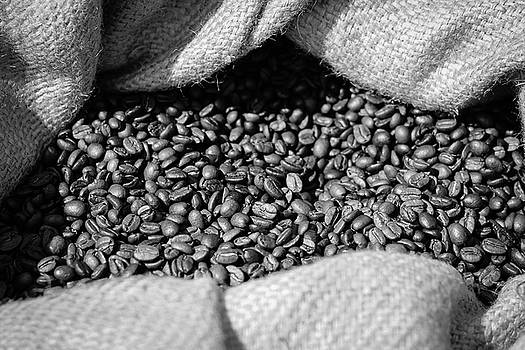 Roasted coffee beans by Harald Ole Hansen