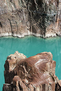 Rock formation of Zanskar, Ladakh, 2009 by Hitendra SINKAR