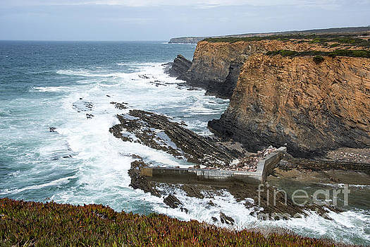 Compuinfoto   - rocks and coast near beja portugal