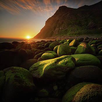 Rocky beach by Swen Stroop