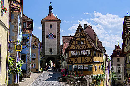 Rothenburg ob der Tauber by Lucinda Walter