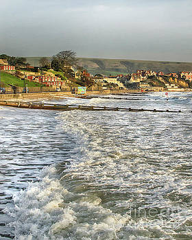 Rough Seas in Swanage Bay by Linsey Williams