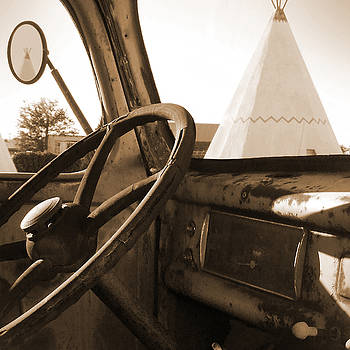 Mike McGlothlen - Route 66 - Parking at the WigWam