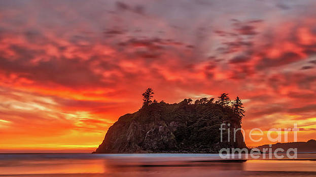 Ruby Beach Sunset 1 by Jerry Fornarotto