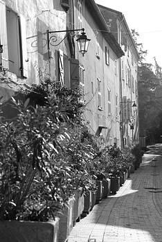 Ruelle a Saint - Tropez by Tom Vandenhende