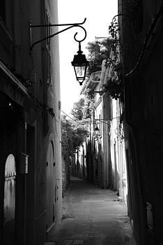 Ruelle Saint Tropez by Tom Vandenhende