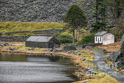 Ruins at Cwmorthin by Adrian Evans