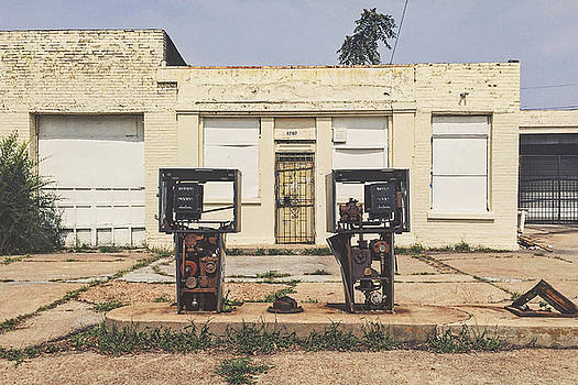 Run Down Abandoned Gas Station In Saint Louis by Dylan Murphy