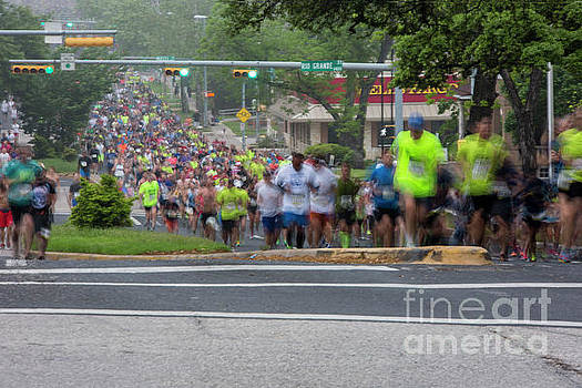 Herronstock Prints - Runners fill Enfield Road for the annual Cap10K race on a foggy morning