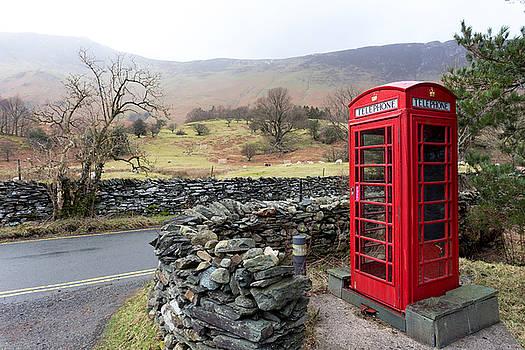Rural English phone box by Paul Cowan