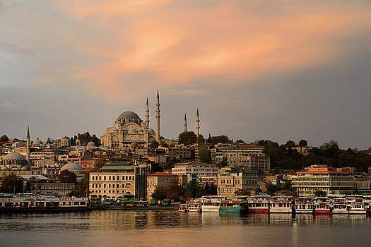 Reimar Gaertner - Rustem Pasha and Suleymaniye Mosques with golden sunrise on the