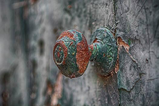 Rusty iron door handle by Julian Popov