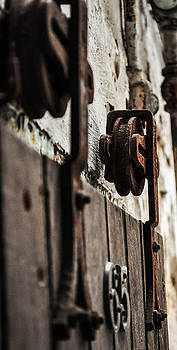 Rusty wheel by Terepka Dariusz