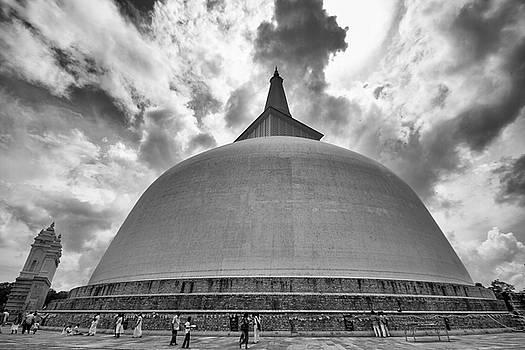 Ruwanwelisaya, Anuradhapura, 2012 by Hitendra SINKAR