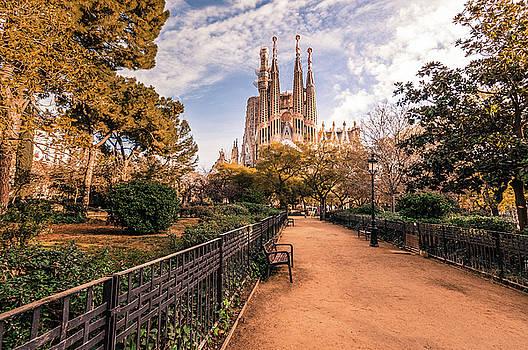 Sagrada Familia by Sergey Simanovsky