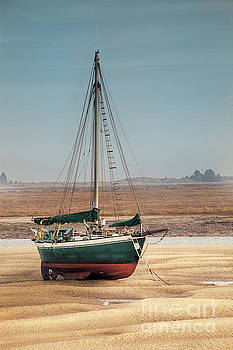 Simon Bratt Photography LRPS - Sail boat stranded at low tide on sand