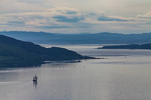 Sailing vessel at the coast of Scotland by Johan Elzenga