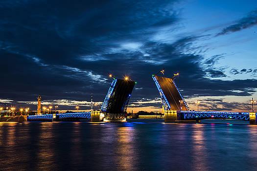 Saint-Petersburg by Alexey Seafarer