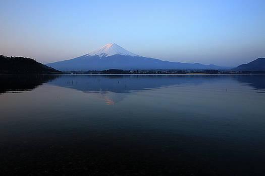 Robin Street-Morris - Sakasa Fuji