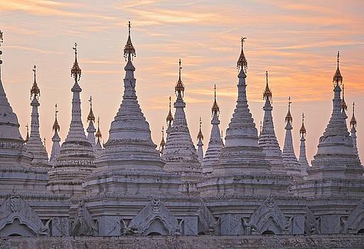 Sandamani Pagoda by Maria Heyens