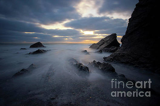 Sandymouth Beach 1.0 by Yhun Suarez