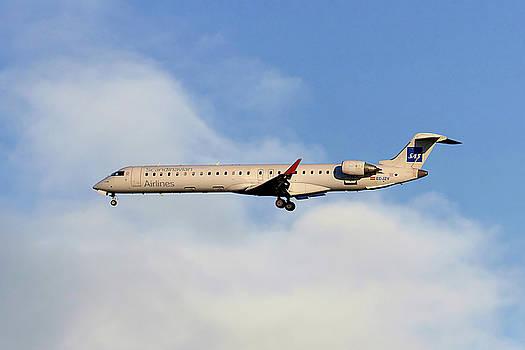 SAS Bombardier CRJ-900ER by Nichola Denny