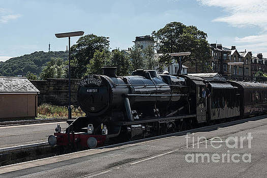 Scarborough Spa Express Arrival by David  Hollingworth