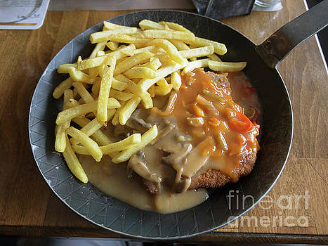 Schnitzel with two sauces by Louise Heusinkveld