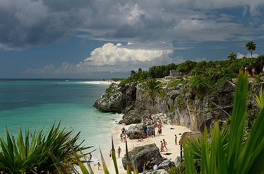 Reimar Gaertner - Sea cliff at Tulum Mexico with bathers on the beach and temple 5