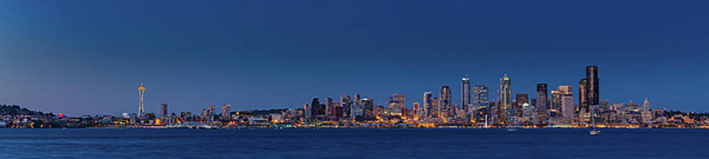 Seattle skyline in twilight with clear sky by William Freebilly photography