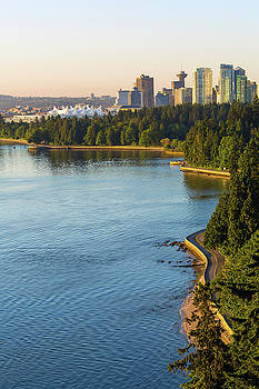 Seawall along Stanley Park in Vancouver BC by David Gn