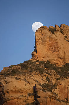 Sedona Moonrise by Mauverneen Blevins