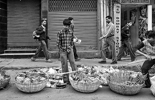 Selling of vegetables by Roberto Pagani