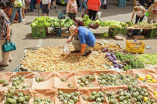 Patricia Hofmeester - Selling onions on a market