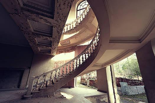 Semi Spiral by Svetlana Sewell