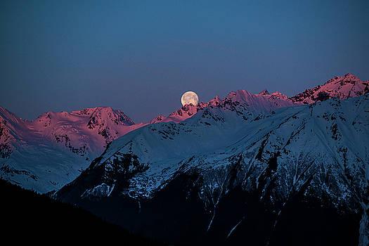 Matt Swinden - Setting Moon over Alaskan Peaks IV