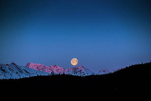Matt Swinden - Setting Moon over Alaskan Peaks