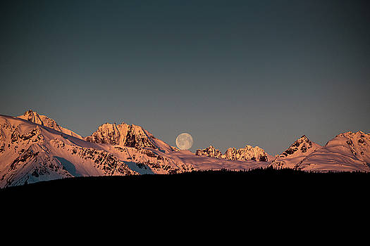 Matt Swinden - Setting Moon over Alaskan Peaks V