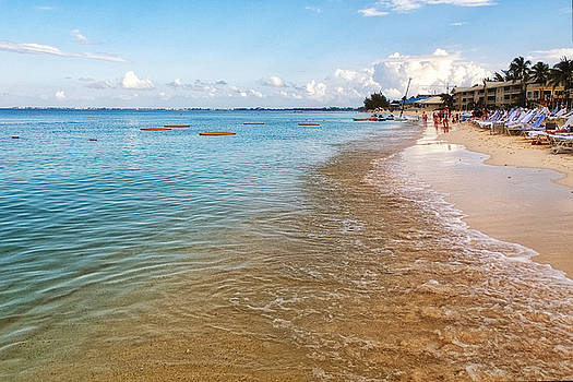 Seven Mile Beach by Lars Lentz
