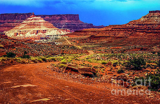 Shaffer Trail Canyonlands by Thomas Levine