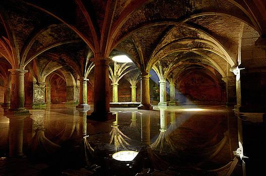 Reimar Gaertner - Shaft of light from skylight in underground Portuguese cistern i