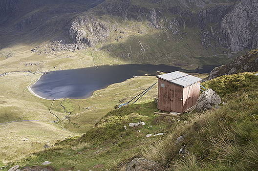 Shed over Llyn Idwal by Christopher Rowlands