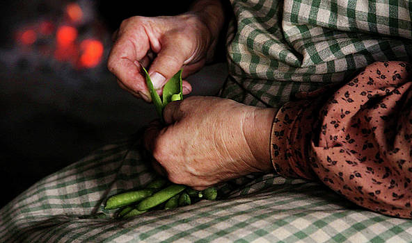 Shelling Peas by Kelly Lucero