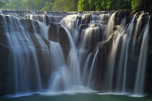 Shifen Waterfall by Yusheng Hsu