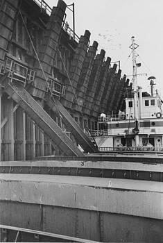 Chicago and North Western Historical Society - Ship Collects Ore for Delivery